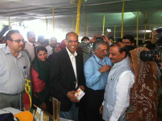 Reserve Bank of India, honorable  Governor Mr. D. Subbarao visiting NICT Stall with CMD, Bank of India, Mrs. V.R. Iyyer and other officials